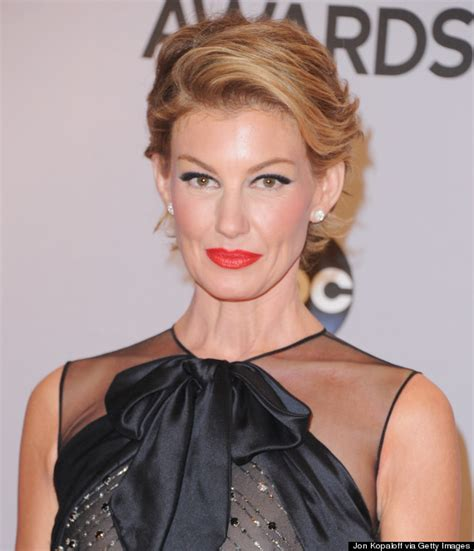 faith hill hair 2014 faith hill debuts a pixie cut at the cma awards huffpost