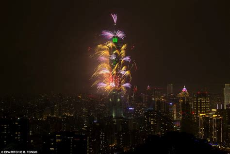 new year 2019 taiwan new year s balloons in tokyo after sydney s firework