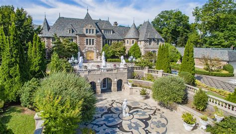 great gatsby mansion would you pay 85 million for the great gatsby estate