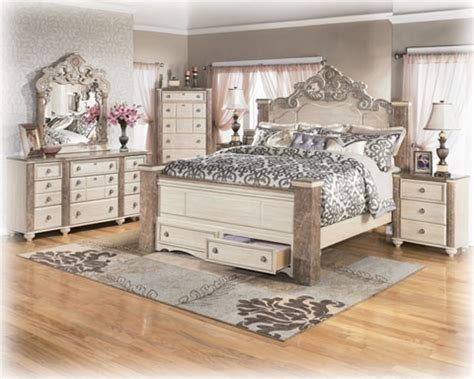 Antique Looking Bedroom Furniture by White Washed Modern Rustic 6 King Bedroom Set Modern