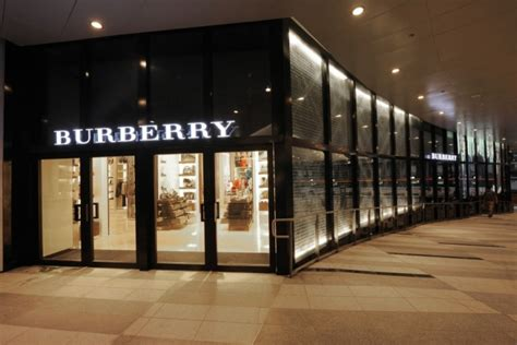 Glamshops visual merchandising & shop reviews burberry store design South East Asia in Singapore