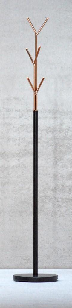 kupfer garderobe kleiderst 228 nder schwarz kupfer design garderobe