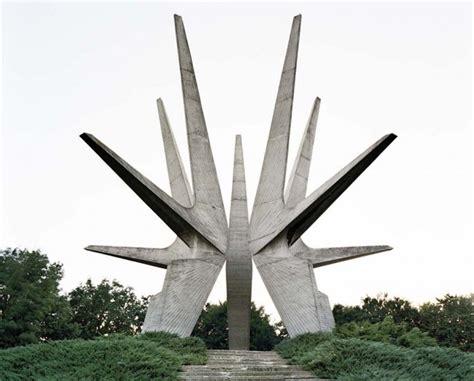 Monumenti comunisti in rovina - Il Post Bogdan Bogdanovic