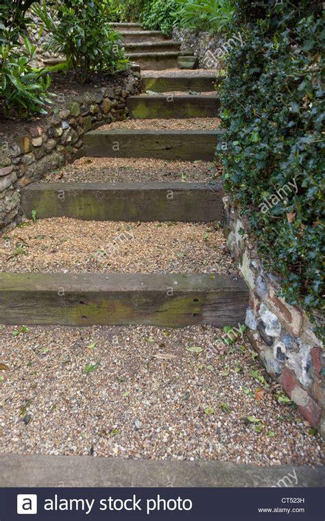jard 237 n escalinata de subida pelda 241 os cubiertos de grava
