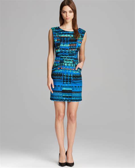 Dress Vannesa tracy reese dress sleeveless tapestry print stretch sheath in blue lyst