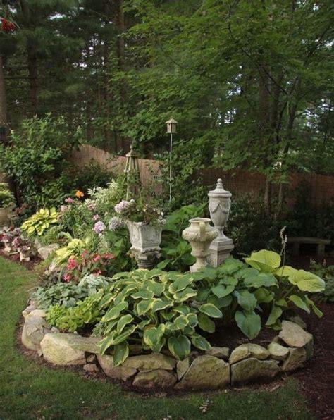 rocks for garden borders 25 best ideas about rock flower beds on