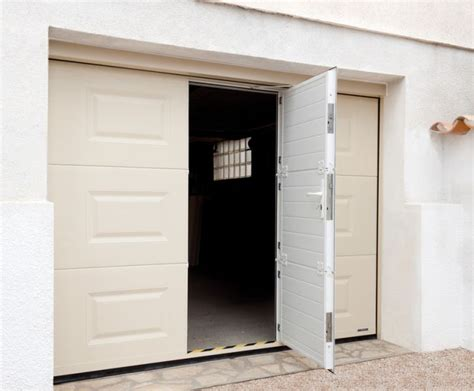 porte de garage sectionnelle avec portillon 2372 porte de garage 224 cassettes motoris 233 e et portillon int 233 gr 233
