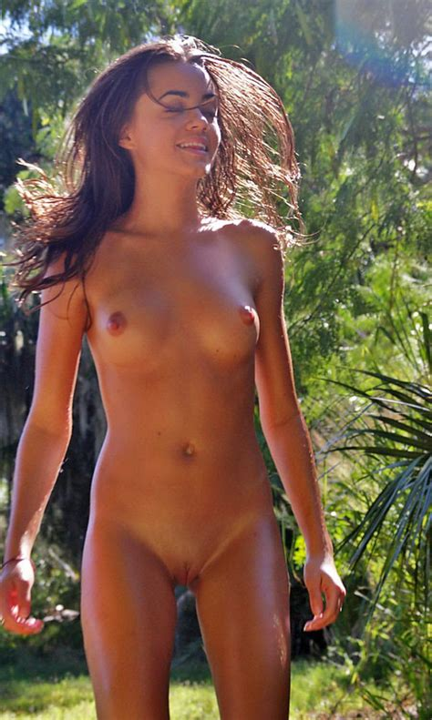Nude Girls Beach Photos