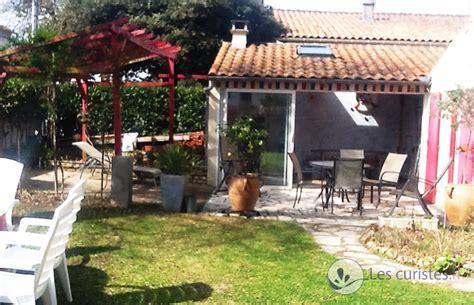 location partie de villa avec jardin et salon d 233 t 233