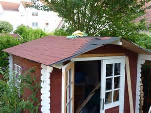 gartenhaus dach decken gartenhausdach mit bitumenschindeln neu eindecken mit