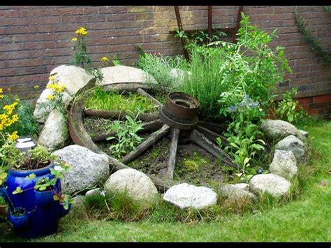 Gartendeko Wagenrad by Kr 228 Uter Im Wagenrad Gartendeko