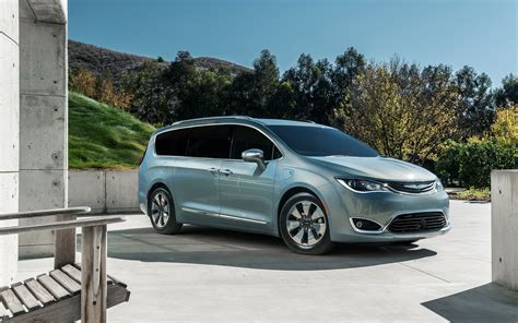 chrysler minivan chrysler pacifica minivan 2016 wallpapers hd high quality