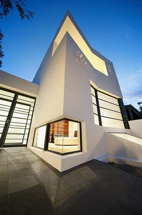 clean  contemporary house  artist prahran house