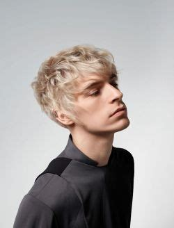 maennerfrisuren blond kurz