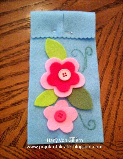 Kancing Bunga Besar pojok utak atik membuat kantong kacamata dari felt