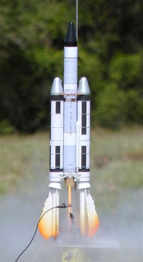 dr zooch titan iiic slv5 model rocket kit 24 95