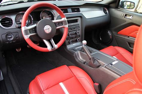 drive 2011 ford mustang gt and mustang v6