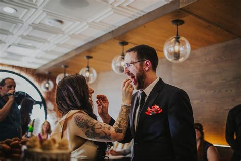 couple wedding photos at taco bell video taco bell hosts its first wedding in las vegas cantina photos