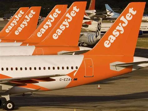 easyjet cabin crew recruitment breaking news easyjet looking to recruit hundred more