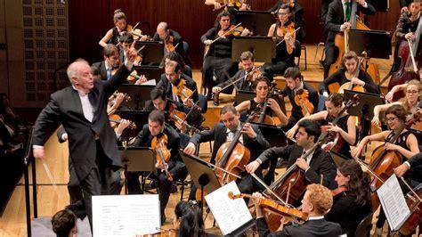 west eastern divan orchestra daniel barenboim s west eastern divan orchestra delivers