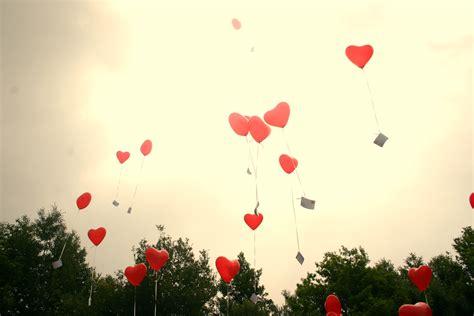 palloncini volanti sfondo palloncini volanti con messaggi di