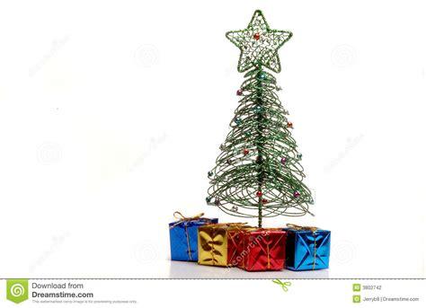 regalos bajo el 225 rbol de navidad foto de archivo imagen