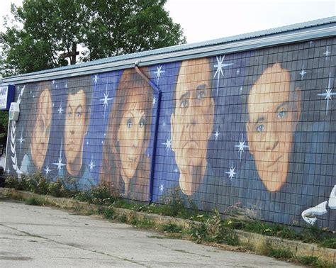 trek wall mural wall mural depicting trek characters in vulcan alberta canada murals graffiti wall