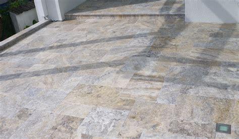 Terrassenplatten Naturstein Oder Beton 882 by Travertin Sirenus Und Cham 228 Hund Naturstein Paradies