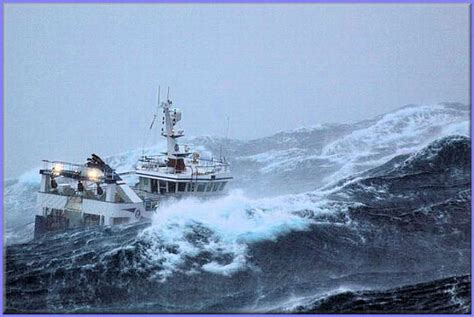 fishing boat caught in storm a fishing ship caught in the middle of a storm 10 pics