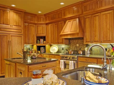 Mission Style Kitchen Cabinets: Pictures, Options, Tips