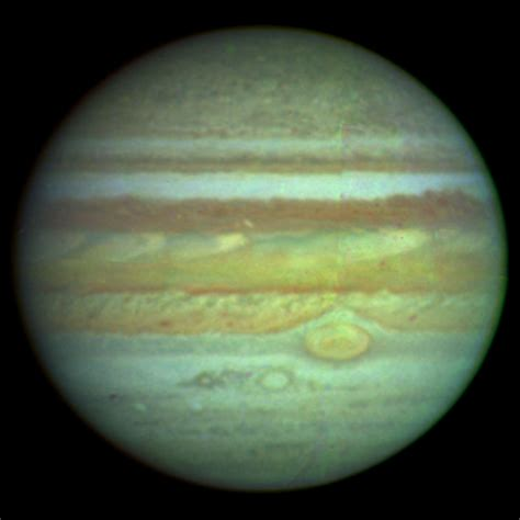 color of jupiter nasa esa hubble space telescope produces clear colour