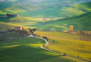 beautiful hill photography of tuscany by marcin