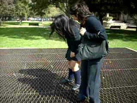 imagenes de faldas escolares la falda se sube youtube