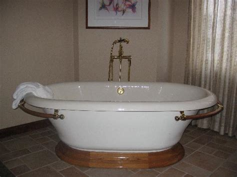 hotels with oversized bathtubs the large soaking tub picture of soaring eagle casino