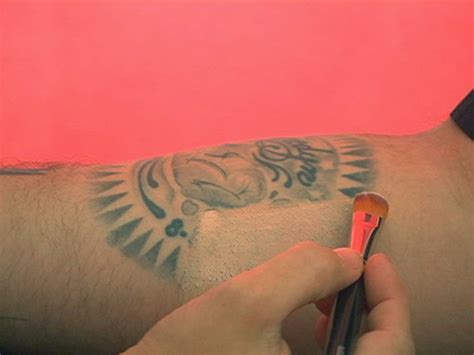 tattoo cover up red lipstick cover up a tattoo using makeup tattoomagz