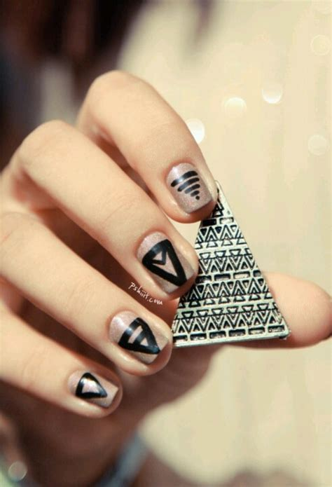 triangle pattern on nails triangle nail design www imgkid com the image kid has it