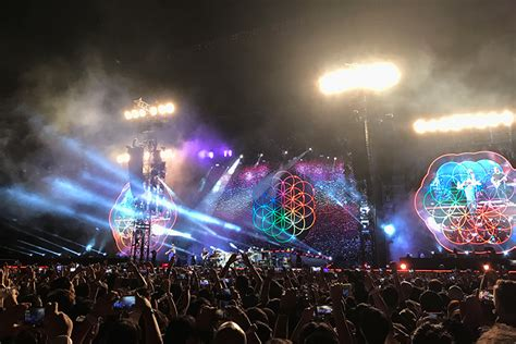 coldplay live 2017 concert review coldplay live in bangkok ค มค าการรอคอย