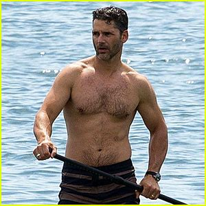 eric bana shows off buff shirtless body in melbourne