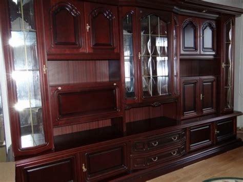 alter kronleuchter neu gestalten alten wohnzimmerschrank modern integrieren