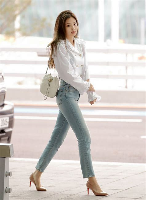 kece abis  style airport fashion jennie black pink