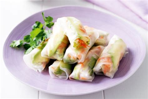 How To Make Vegetarian Rice Paper Rolls - avocado and vegetable rice paper rolls