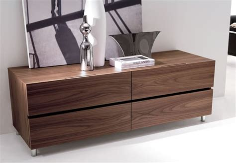Modern Wood Furniture by 5 Chic Italian Furniture Manufacturers