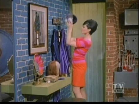 Gorden Fitting Room Into The Secret Room Batgirl The Secret