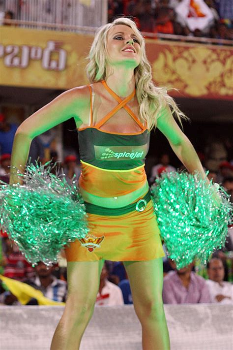 17 Hot & Sexy Photos of IPL Cheerleaders & Cheergirls   Cricket IPL 2015   Reckon Talk