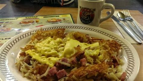 waffle house harding place the crew is hard at it picture of waffle house nashville tripadvisor