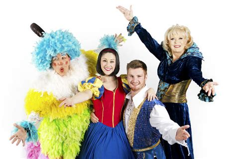 what christmas pantos are on in leicester this year