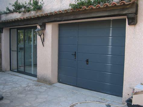 porte de garage sectionnelle avec portillon 2372 portes de garages alu