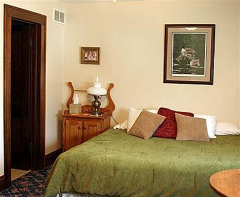 carriage house bed and breakfast carriage house bed and breakfast kalona iowa b b