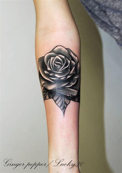 et tattoo noir et blanc par pepper 224 lucky30