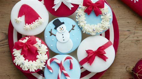 new year cookies and cakes cupcakes de navidad con fondant